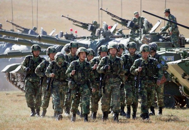 Żołnierze SAL udają się oddać głos